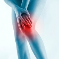 При болки в колената помагат мед, морска сол и сурово яйце