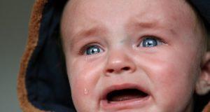защо плачат децата