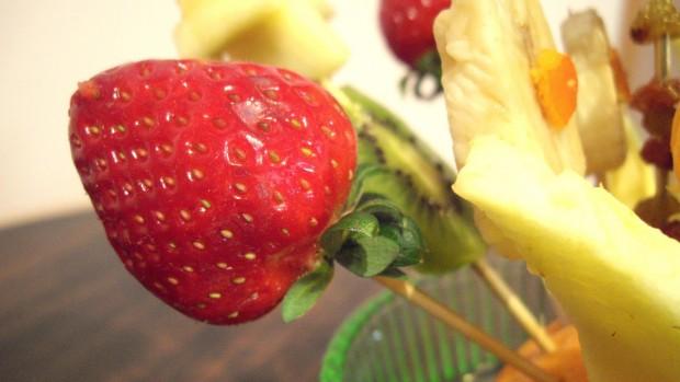 ябълки и ягоди